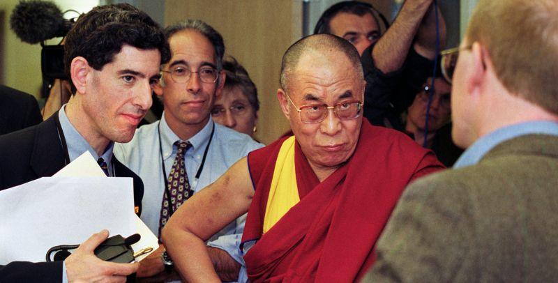 A XIV.Dalai Láma érdekből akár ellenség is lehet?